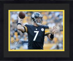 Framed Ben Roethlisberger Pittsburgh Steelers Autographed 16'' x 20'' Horizontal Passing Photograph