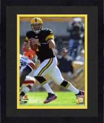 Framed Ben Roethlisberger Pittsburgh Steelers Autographed 8'' x 10'' vs. Cleveland Browns Photograph