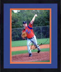 Framed GLAVINE, TOM AUTO (METS/THROWING) 8X10 PHOTO - Mounted Memories