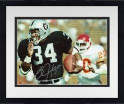 Framed Bo Jackson Oakland Raiders Autographed 8'' x 10'' Running vs. Cincinnati Bengals Photograph