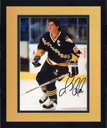 Framed LEMIEUX, MARIO AUTO (PENGUINS/NO HELMET) 8X10 PHOTO - Mounted Memories