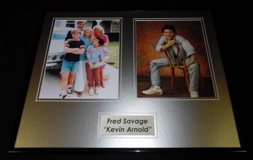 Fred Savage Signed Framed 16x20 Photo Set AW Wonder Years w/ cast