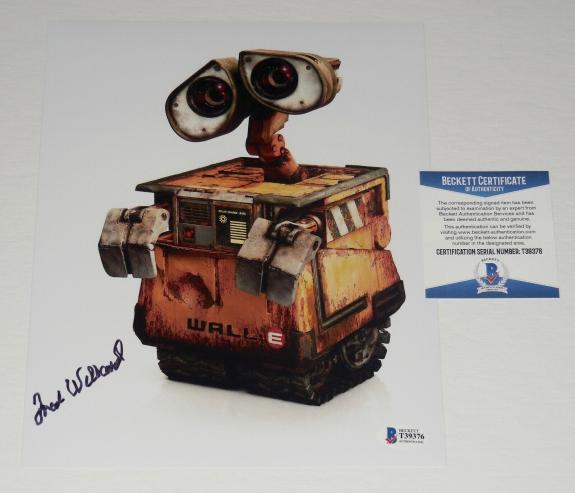 Fred Willard Autographed 8x10 Color Photo (wall-e) - Beckett Coa!