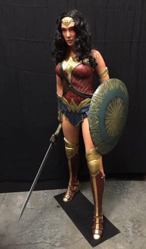 Gal Gadot Signed Wonder Woman 1:1 Scale Life Size NECA Figure/Statue Beckett BAS