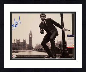 George Lazenby signed 007 James Bond 11x14 Photo #1 Autograph (C) ~ PSA COA
