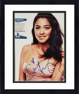 Gina Rodriguez signed 8x10 Photo Actress Autograph (A) ~ Beckett BAS COA