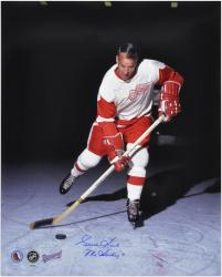 Gordie Howe Detroit Red Wings Autographed 16'' x 20'' Vertical Action Photograph with Mr. Hockey Inscription - Mounted Memories