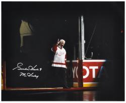 Gordie Howe Detroit Red Wings Autographed 16'' x 20'' Waving Photograph with Mr. Hockey Inscription  - Mounted Memories