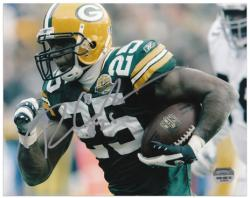 Ryan Grant Green Bay Packers Autographed 8'' x 10'' Running Photograph - Mounted Memories