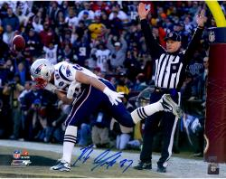 Rob Gronkowski New England Patriots Autographed 16'' x 20'' TD Catch Photograph - Mounted Memories