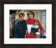 Henry Winkler autographed 8x10 Photo (Fonzie Happy Days) #SC8 pictured with Mork Robin Williams Matted & Framed