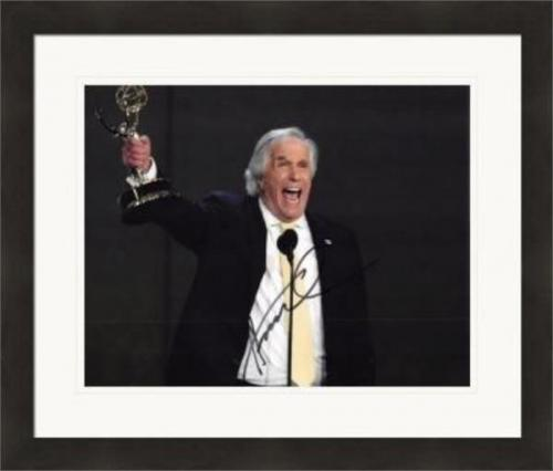 Henry Winkler autographed 8x10 Photo (The Fonze, Happy Days) #SC13 Matted & Framed