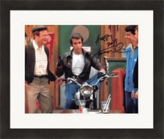 Henry Winkler autographed 8x10 Photo (The Fonze, Happy Days) #SC14 Matted & Framed
