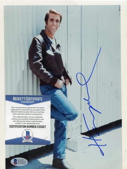 Henry Winkler Fonzie Happy Days Signed Autographed 8x10 Photo Beckett E33327
