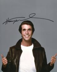 HENRY WINKLER HAND SIGNED 8x10 COLOR PHOTO+COA       GREAT POSE  HAPPY DAYS FONZ