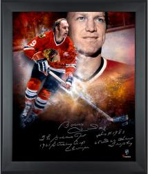 "HULL, BOBBY FRMD AUTO ""MULT"" (BLACKHAWKS/IN FOCUS) (LE24) #9 - Mounted Memories"