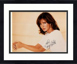 JACLYN SMITH AUTOGRAPHED 8x10 COLOR PHOTO+COA       GORGEOUS ACTRESS   BEST POSE