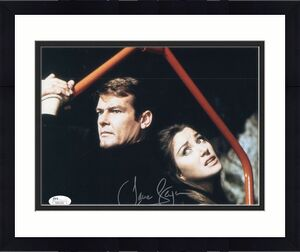 JANE SEYMOUR HAND SIGNED 8x10 COLOR PHOTO    AMAZING POSE+007 ROGER MOORE    JSA