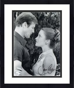 JANE SEYMOUR HAND SIGNED 8x10 PHOTO      GREAT POSE WITH 007 ROGER MOORE     JSA