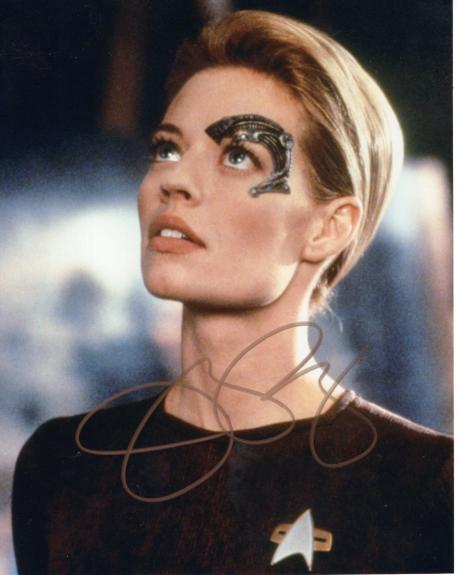 JERI RYAN HAND SIGNED 8x10 COLOR PHOTO+COA        SEXY 7 of 9     STAR TREK