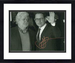 JJ ABRAMS SIGNED AUTOGRAPH 8X10 PHOTO - ALIAS & LOST CREATOR w/ GEORGE LUCAS