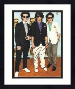 JOE & KEVIN JONAS BROTHERS signed 8x10 photo COA HOT
