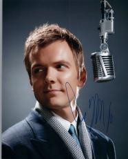 Joel McHale Signed Autographed 8x10 Photo Community The Soup COA VD