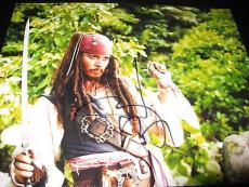 JOHNNY DEPP SIGNED AUTOGRAPH 8x10 PHOTO PIRATES OF THE CARIBBEAN AUTOGRAPH PROMO