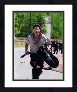 Jon Bernthal Signed - Autographed THE WALKING DEAD 8x10 inch Photo - Guaranteed to pass BAS