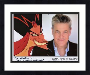 JONATHAN FREEMAN HAND SIGNED 8x10 PHOTO+COA      VOICE OF ALADDIN       TO MIKE