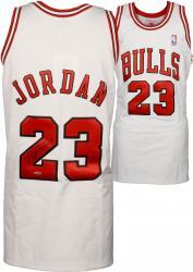 Jordan, Michael Auto (bulls) (white/97-98) (m&n)jersey (uda)