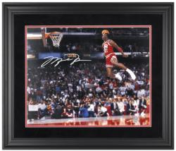 JORDAN, MICHAEL FRAMED AUTO (GATORADE DUNK) 16x20 PHOTO