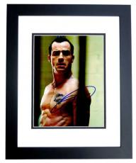Justin Theroux Signed - Autographed Charlie's Angels: Full Throttle 8x10 inch Photo BLACK CUSTOM FRAME - Guaranteed to pass PSA or JSA