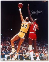 Kareem Abdul-Jabbar Los Angeles Lakers Autographed 16'' x 20'' Sky Hook Photograph - Mounted Memories