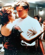Kate Winslet and Leonardo DiCaprio 8x10 photo (Titanic) Image #2