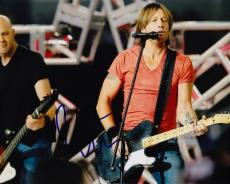Keith Urban Signed - Autographed Concert 8x10 Photo