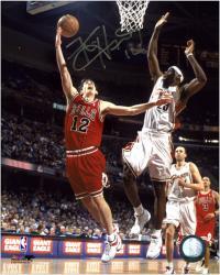"Kirk Hinrich Chicago Bulls Autographed 8"" x 10"" Layup Photograph"