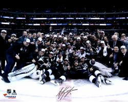 Anze Kopitar Los Angeles Kings 2014 Stanley Cup Champions Autographed 16'' x 20'' Stanley Cup Team Celebration Photograph - Mounted Memories