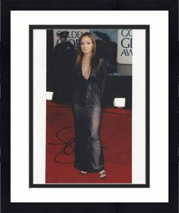 """LEAH REMINI -ACTRESS- Best Known for Her Role as CARRIE HEFFERMAN in TV Series """"KING of QUEENS"""" and Her Role in """"SAVEd by the BELL"""" Signed 8x10 Color Photo"""