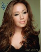 LEAH REMINI HAND SIGNED 8x10 PHOTO+COA       GORGEOUS KING OF QUEENS      TO BOB