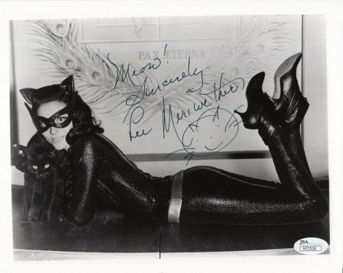 LEE MERIWETHER HAND SIGNED 8x10 PHOTO        SEXY POSE AS CATWOMAN          JSA