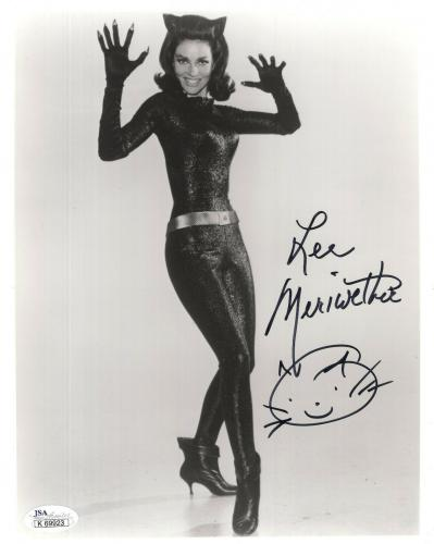 LEE MERIWETHER HAND SIGNED 8x10 PHOTO      SEXY POSE BATMAN'S CATWOMAN       JSA