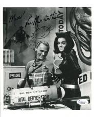 LEE MERIWETHER HAND SIGNED 8x10 PHOTO+COA        CATWOMAN WITH THE RIDDLER   JSA