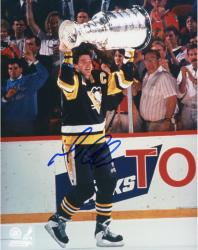 LEMIEUX, MARIO AUTO (PENGUINS/HOLDING UP CUP) 8X10 PHOTO - Mounted Memories