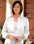 Lisa Kudrow Friends Signed 11X14 Photo Autographed PSA/DNA #I61195