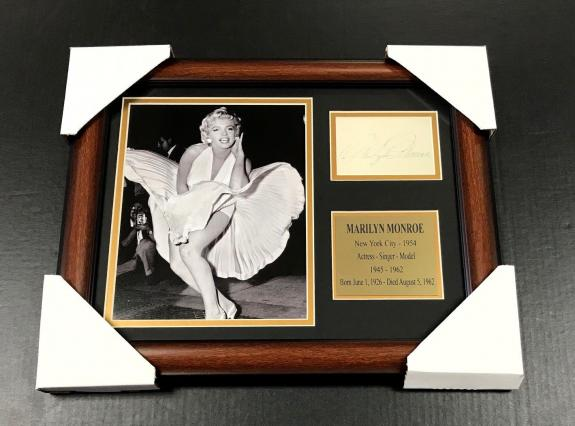 MARILYN MONROE Autographed Facsimile Reprint Framed 8x10 Photo NEW YORK CITY