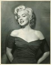 "Marilyn Monroe ""Love & Kisses"" Signed 11X14 Photo Autographed PSA/DNA #V07962"