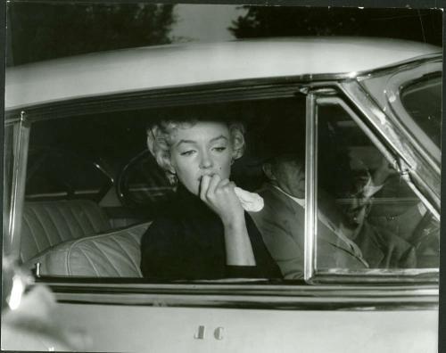 Marilyn Monroe Original 11x14 Joe DiMaggio Divorce Photograph Sam Stone