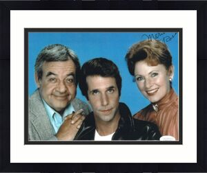 Marion Ross signed Happy Days 8x10 Photo w/ Tom Bosley & Henry Winkler- JSA Hologram #DD39310