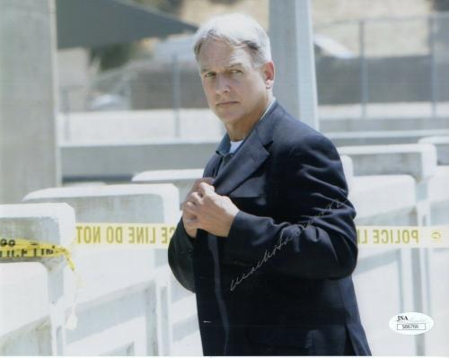 MARK HARMON HAND SIGNED 8x10 COLOR PHOTO       AWESOME NCIS POSE          JSA